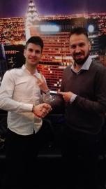 L'amministratore di Lega premia Stefano Caturegli (MaBraviiissimi FC) vincitore della Lega PRO Girone B 2015/2016